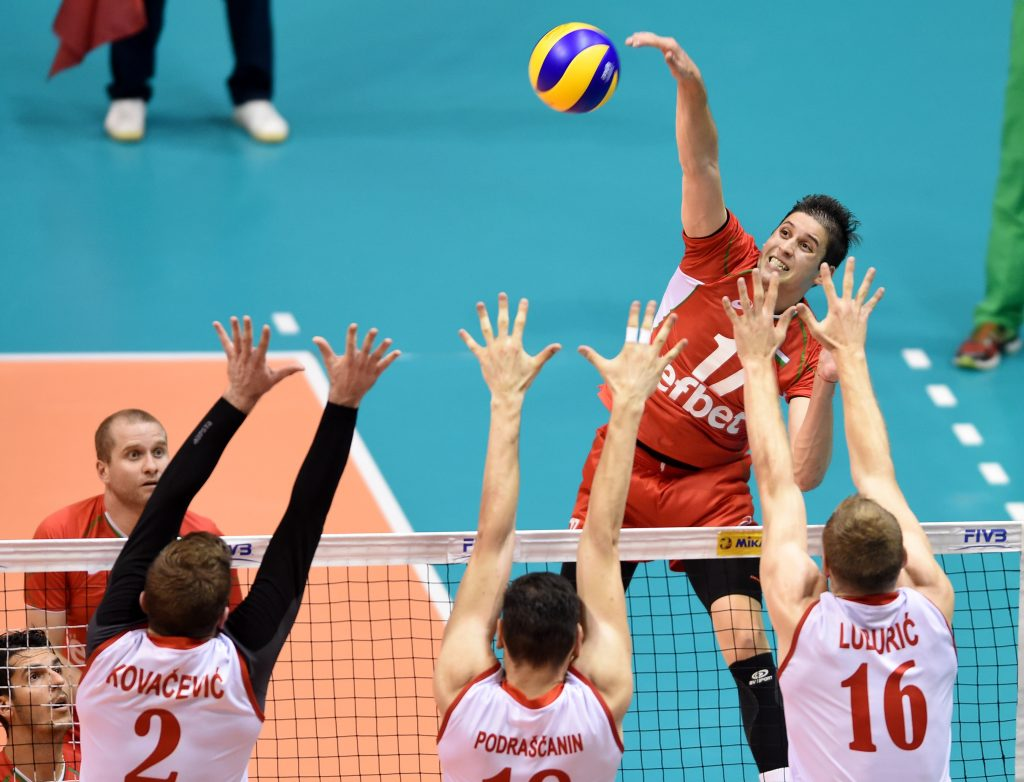 Bulgaria's Nikolay Penchev attacks Serbian triple block