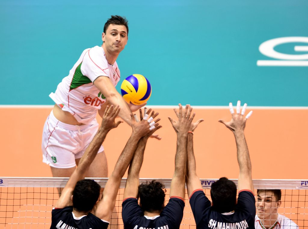 Bulgaria's Tsvetan Sokolov attacks Iranian triple block