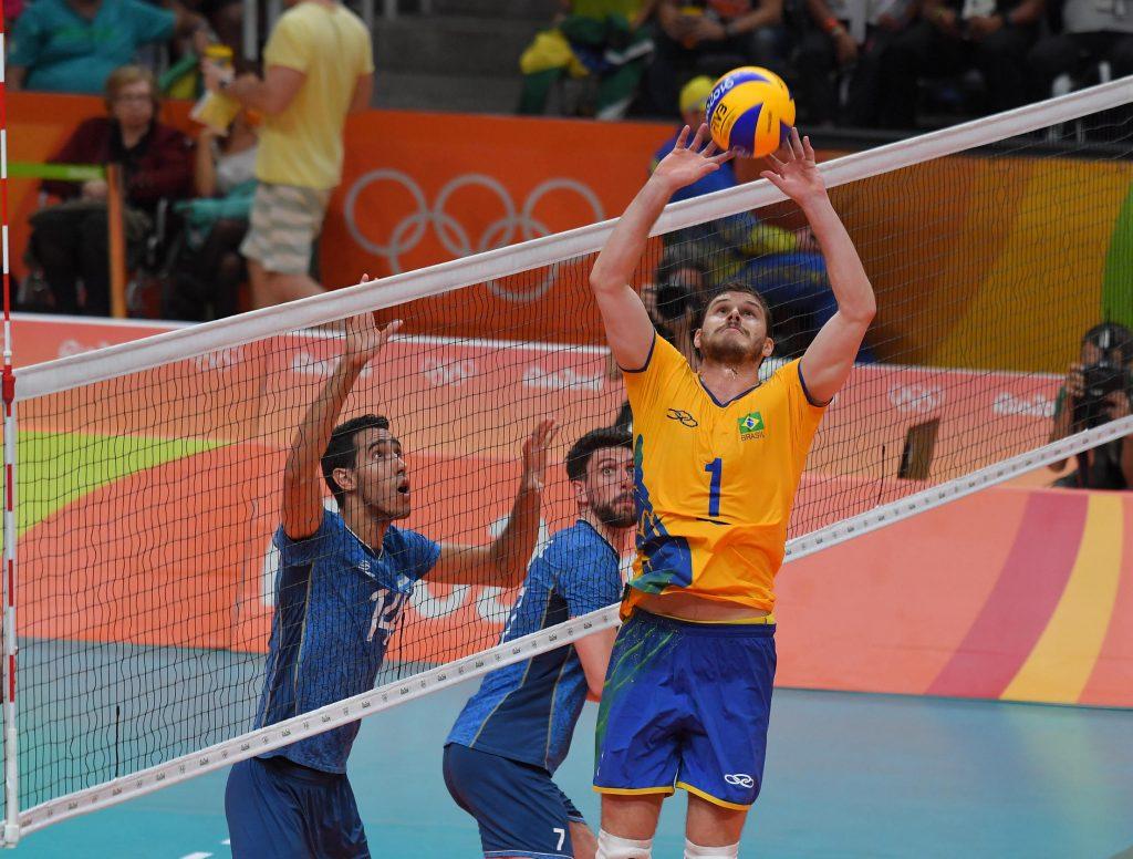 Bruno Mossa Rezende of Brazil sets