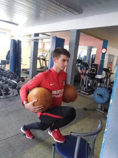 Науката и спорта Лечебно-възстановителна тренировка след операция на коляно